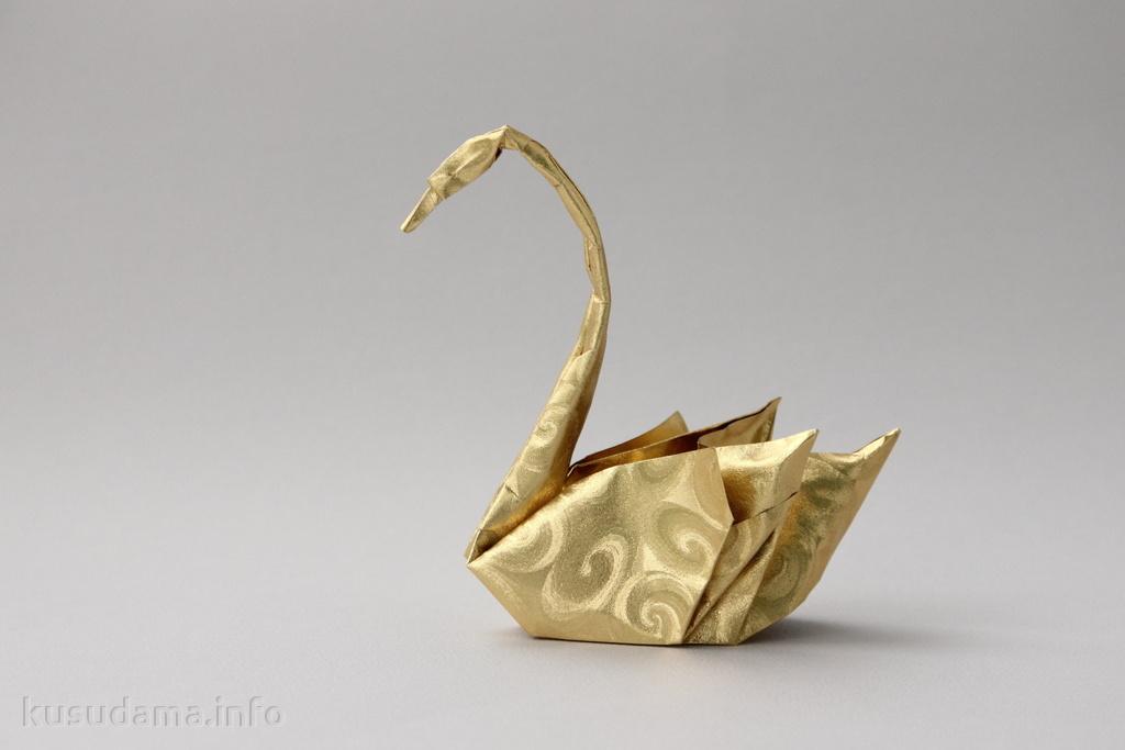 Swan by Hoang Tien Quyet